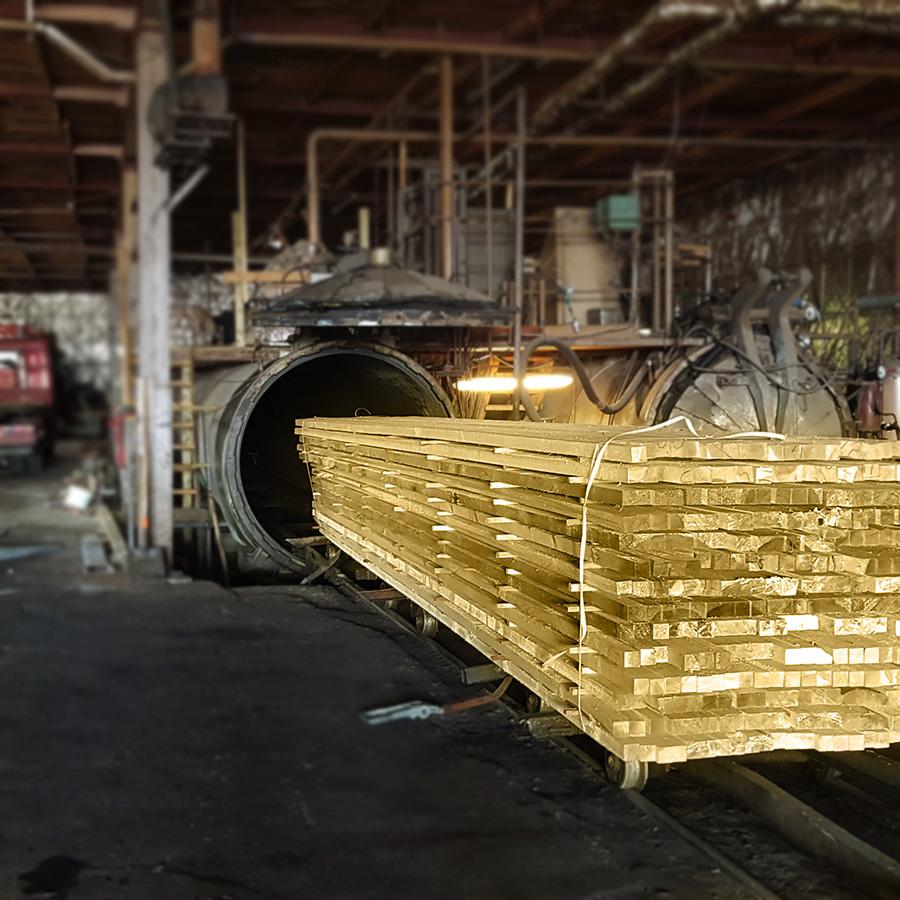 Giluminiu būdu impregnuota mediena